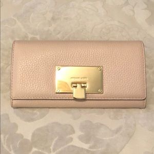 Michael Kors Carry all Wallet